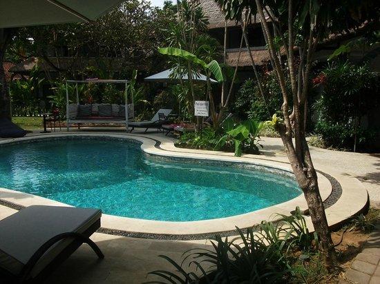 Bali Hotel Pearl: Pool area