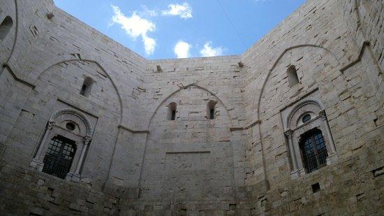 Castel del Monte : Cortile interno