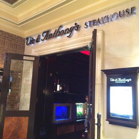 Vic & Anthony's Steakhouse: Entrance