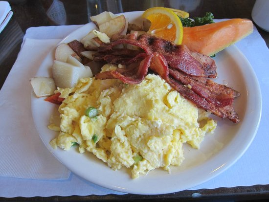 Courtyard Cafe and Bakery : Cream cheese eggs and bacon
