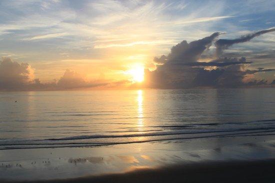 Tropic Shores Resort: Sunrise from the balcony