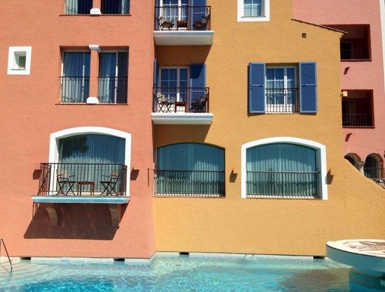 Hotel Byblos Saint Tropez : Byblos, provencal collors.