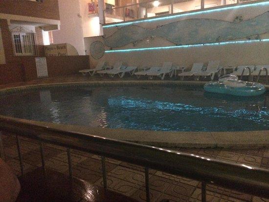 Hotel MoreMar: Pool at night time