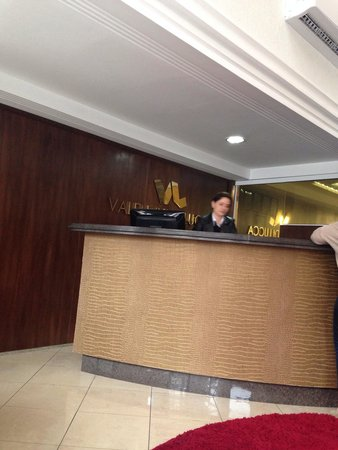 Hotel Valentini Di Lucca: Recepção do hotel os funcionários sempre muitos gentis.