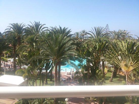 Hotel Riu Palmeras / Bung Riu Palmitos: Vistas desde la 3º planta, justo en el medio
