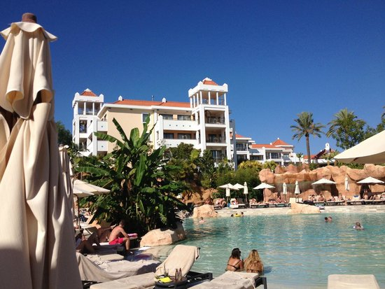 Hilton Vilamoura As Cascatas Golf Resort & Spa: Pool view