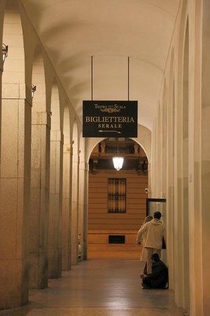 Scala de Milan (Teatro alla Scala) : ボックスオフィスへの通路