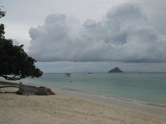 Holiday Inn Resort Phi Phi Island : пляж