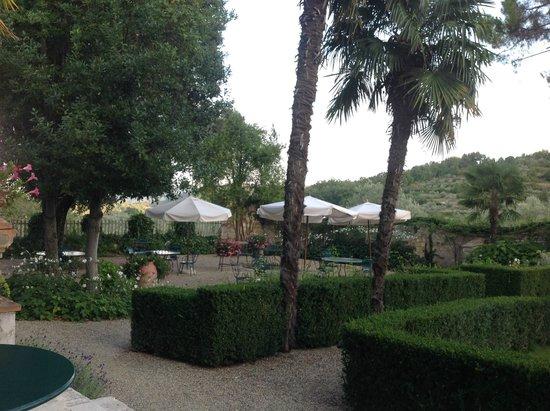 Villa Bordoni: Drinking/Eating Area in the garden