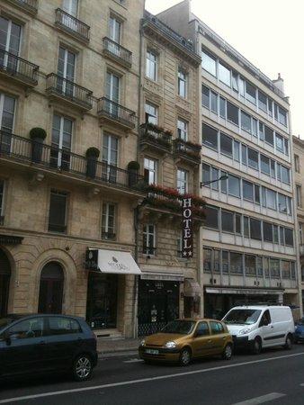 Hotel de L'Opera : The hotel squeezed in!