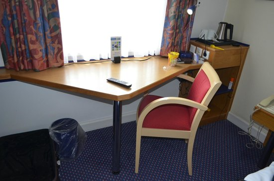 Holiday Inn Express Cologne - Troisdorf : One corner of the room