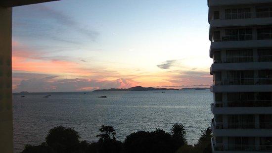 Best Bella Pattaya: Evening view