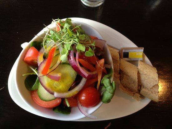 The Lock Inn: Delicious Salad!