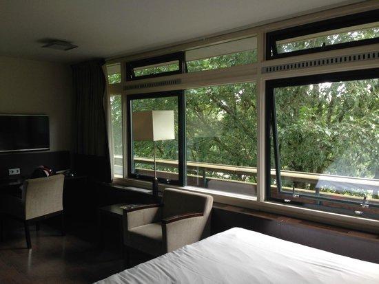 Amsterdam Tropen Hotel : Ventanales