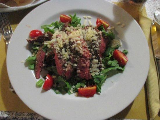 Trattoria La Gratella: carne di manzo con pomodorini, rucola e parmigiano