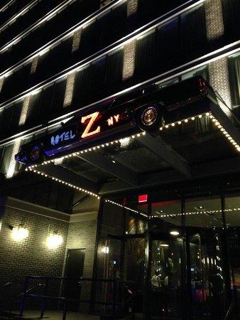 Z NYC Hotel : Hotel at night