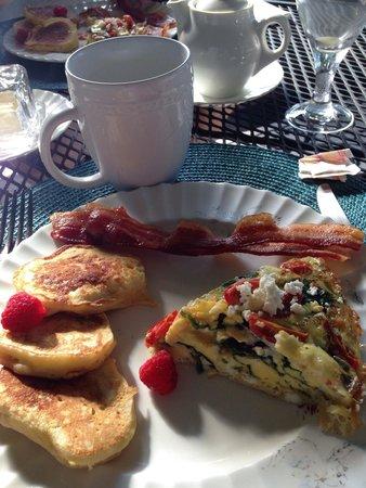 Hillcrest Inn: Lemon Ricotta pancakes with Spinach, tomato & feta frittata :)