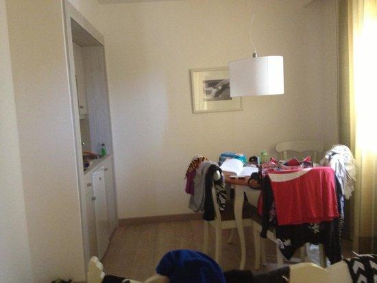 Wohnzimmer Gebäude 4 ist gleichzeitig Schlafzimmer der Kids ...