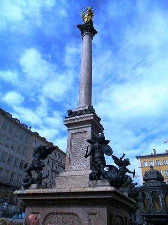 Marienplatz - colonna con statua della Madonna