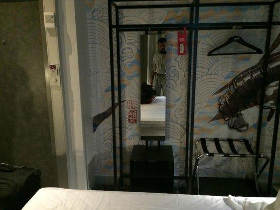 Comfort Hotel Grand Central : mirror