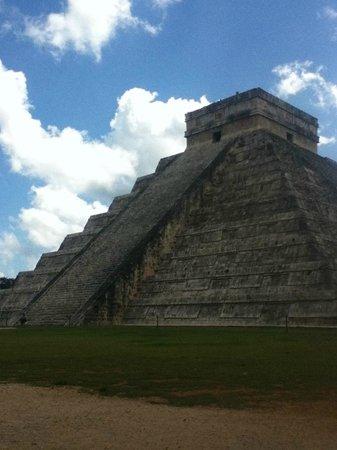Hacienda Chichen: pyramid at Chichen Itza