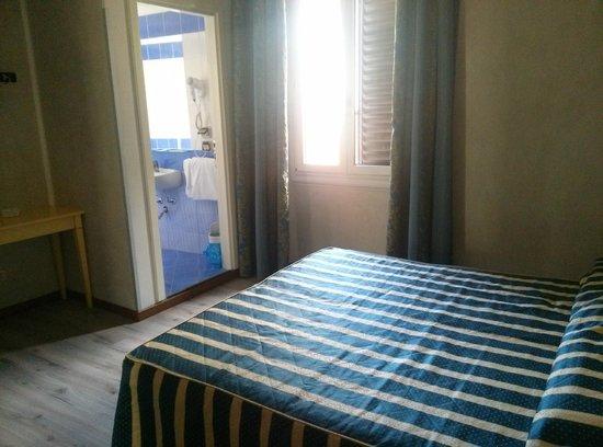 Hotel Spagna: habitacion amplia