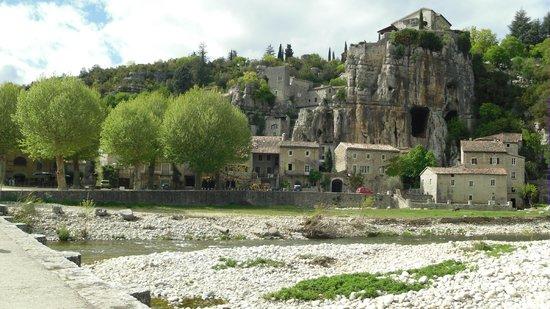 Un Village Photo De Gorges De L Ardeche Vallon Pont D Arc