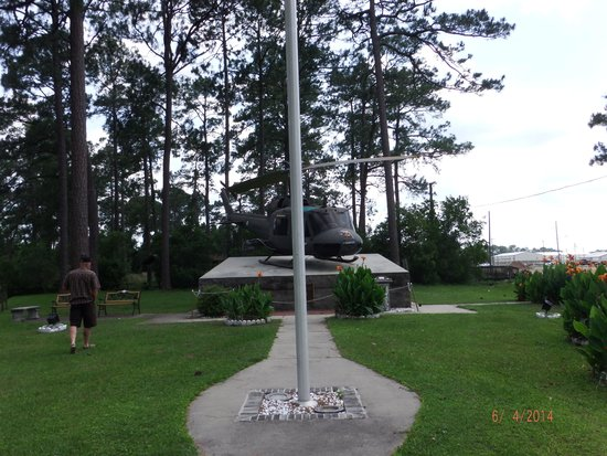 Hinesville, GA: Memorial on Ft. Stewart