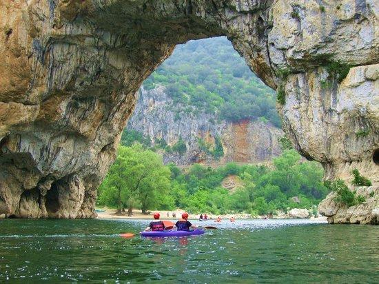 Camping Chauvieux: pont d'arc
