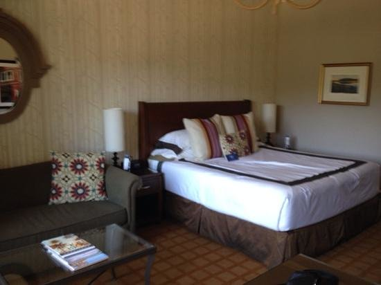 River Terrace Inn, A Noble House Hotel: Our room.