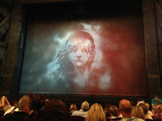Les Miserables London : Les Miserables stage