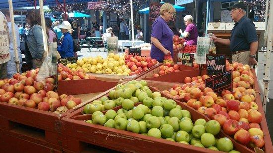 Farmers Market: フルーツセクション