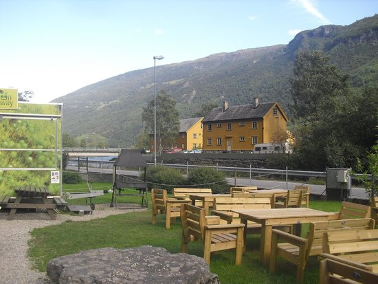 Green Norway Flam: Tables and grill