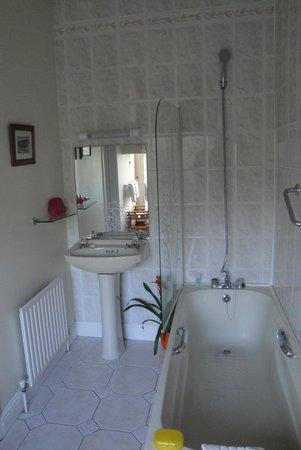Garnish House : Banheiro da suíte