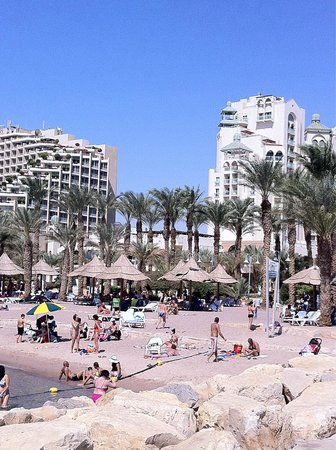 Dan Eilat : on the beach against the hotel