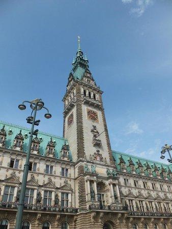 Rathaus: Ратуша Гамбурга.