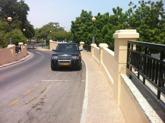 InterContinental Hotel Muscat : Bridge to Main Lobby.