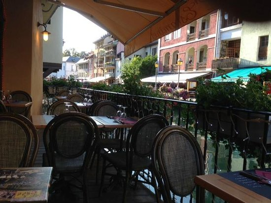 L'Estaminet: seating by canal. Arrive by 7 or make reservation