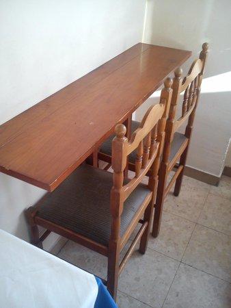 Hotel Ottaviani: Tavolo con sedie
