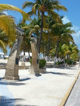 Playa Norte : Isla Mujeres Downtown