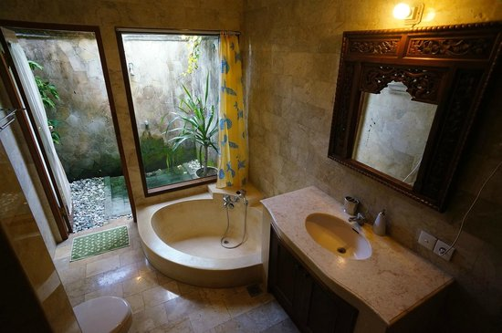 Second toilet. Both wit bathtubs and outside shower - Picture of ...