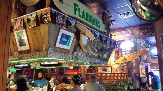 Flanigan's Seafood Bar and Grill: decoração