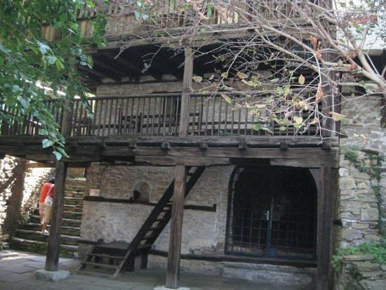 Lovech, بلغاريا: 2014 г. Ловеч. Та же къща-музей, иной ракурс