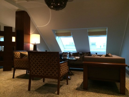The Ritz-Carlton, Vienna: Club lounge