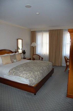 The Orchard Hotel: king room 803