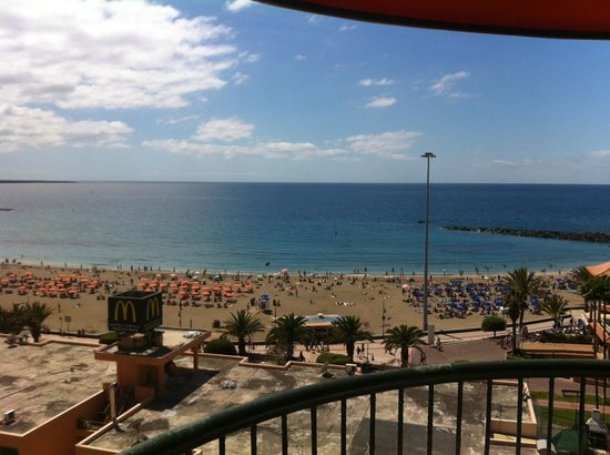 Torres Del Sol Apartments: Balcony beach view