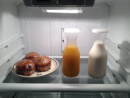 Agate Inn, Inc.: Breakfast waiting for us in the fridge. Also had coffee, tea & cereal.