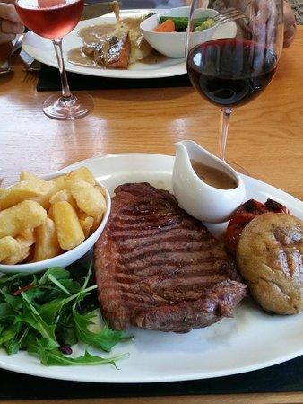 Cross Foxes Bar & Grill: Main course - Sirloin Steak with Peppercorn Sauce