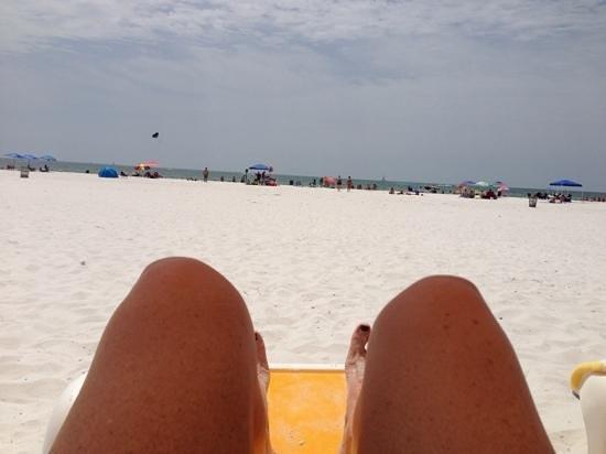 Sandpearl Resort : Chairs too far from ocean