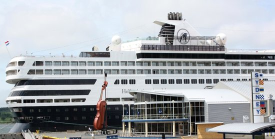 The Big Fiddle: Not so big in front of cruise ship